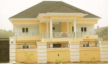 8-bedroom house with BQ