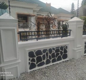 8-bedroom house with a guest charlet, swimming pool and BQ
